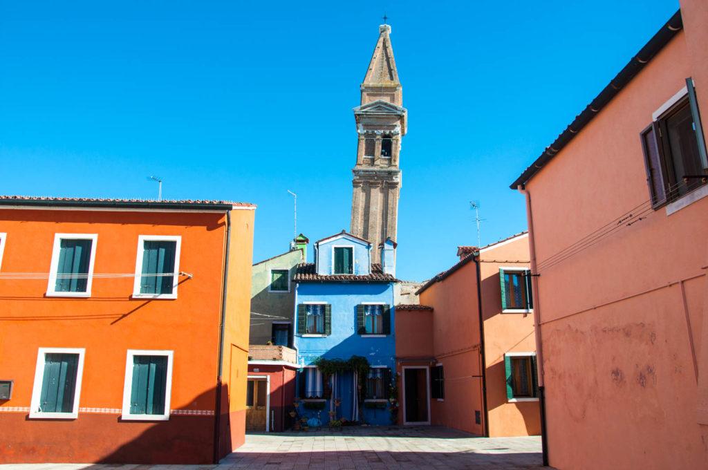 Krzywa wieża w Burano
